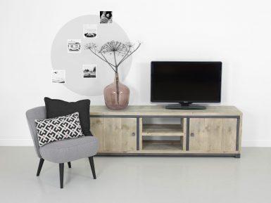 Industriele TV Meubel op maat gemaakt van hout en staal.