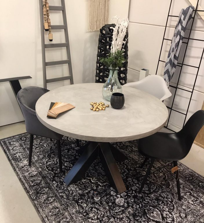 betonlook tafel rond forn