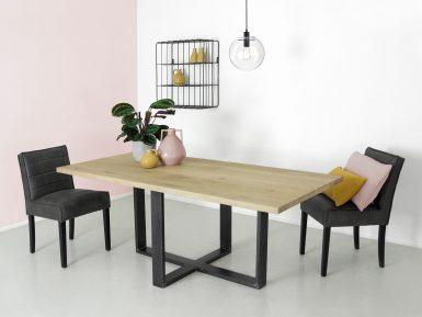industriele eikenhouten tafel SAM met stalen onderstel