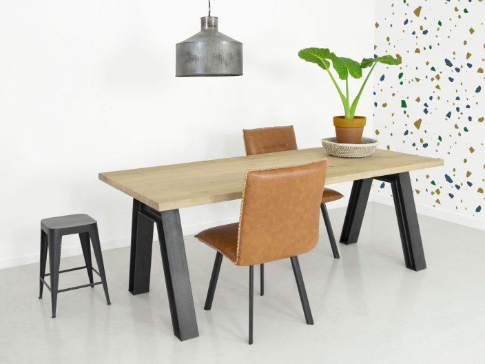 Industriele tafel Verne eikenhout en stalen onderstel
