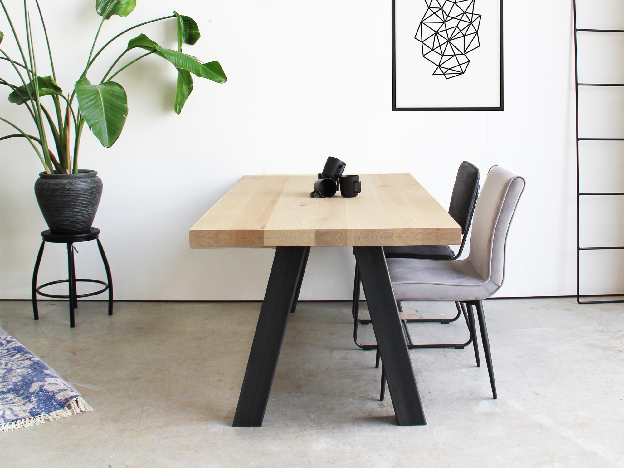 Eikenhouten tafel vann op maat gemaakt industriele for Tafel op maat