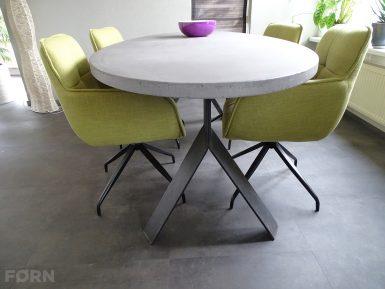 Ovale tafel betonlook op maat gemaakt